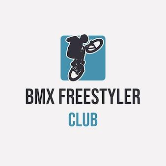 Logo design bmx freestyler club con silhouette uomo in sella a bicicletta semplice