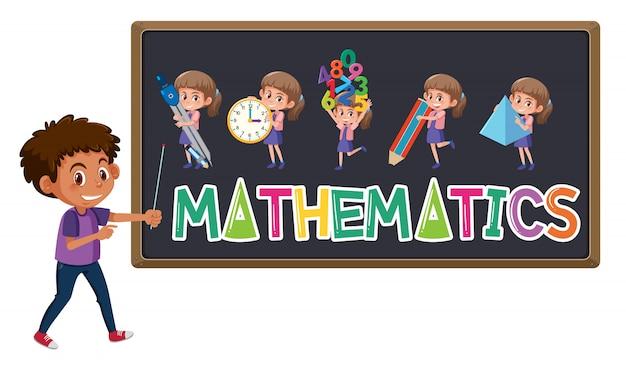 Logo di matematica sulla lavagna con il ragazzo sveglio isolato