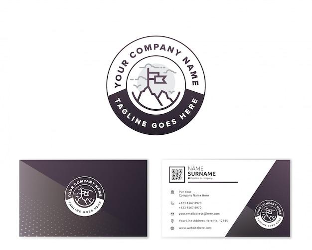 Logo di montagna con biglietto da visita di cancelleria