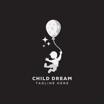 Logo di sogno del bambino che raggiunge modello di logo