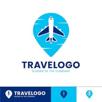 Logo di viaggio dettagliato con l'aeroplano