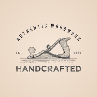 Logo disegnato a mano dell'aereo di legno dello strumento d'annata del carpentiere