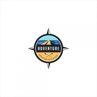 Logo emblema di avventura e kayak