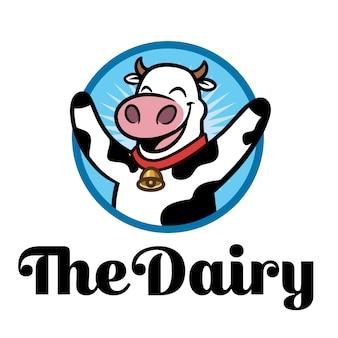 Logo felice della mascotte del carattere della piccola mucca del fumetto