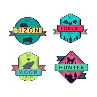 Logo set distintivi di bizon e foresta, luna e cacciatore