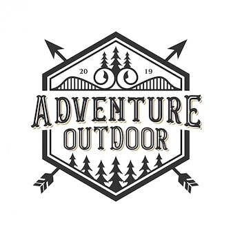 Logo vintage per esterno con elementi di montagna