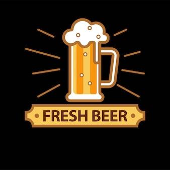 Logotipo promo birra fresca con tazza in vetro pieno