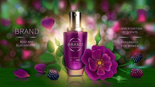 Lozione o profumo estivo con frutti di bosco, rosa