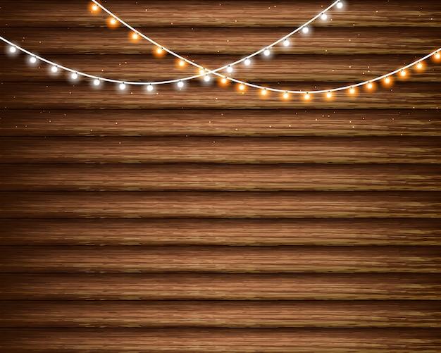 Luci di natale sullo sfondo di legno