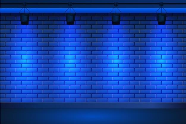 Luci spot su sfondo blu muro di mattoni