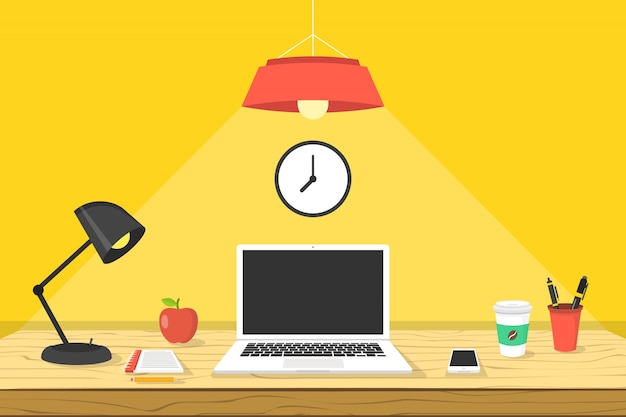 Luogo di lavoro moderno. computer portatile su tavola di legno