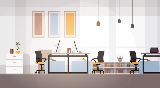 Luogo di lavoro moderno del campus universitario creativo del centro di co-working dell'ufficio