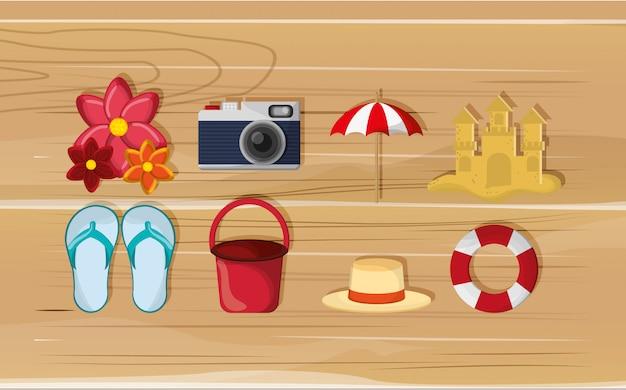 Macchina fotografica con l'immagine delle icone di viaggio di vacanza