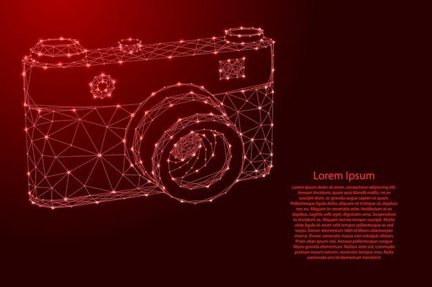 Macchina fotografica da futuristiche linee rosse poligonali e stelle luminose