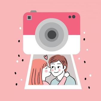Macchina fotografica sveglia e coppie di giorno di biglietti di s. valentino del fumetto che baciano in un vettore dell'immagine.