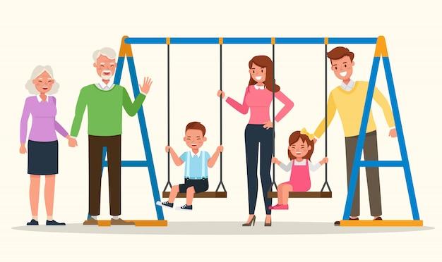 Madre, padre, nonni e figli insieme.