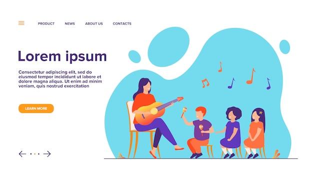 Maestra d'asilo a suonare la chitarra