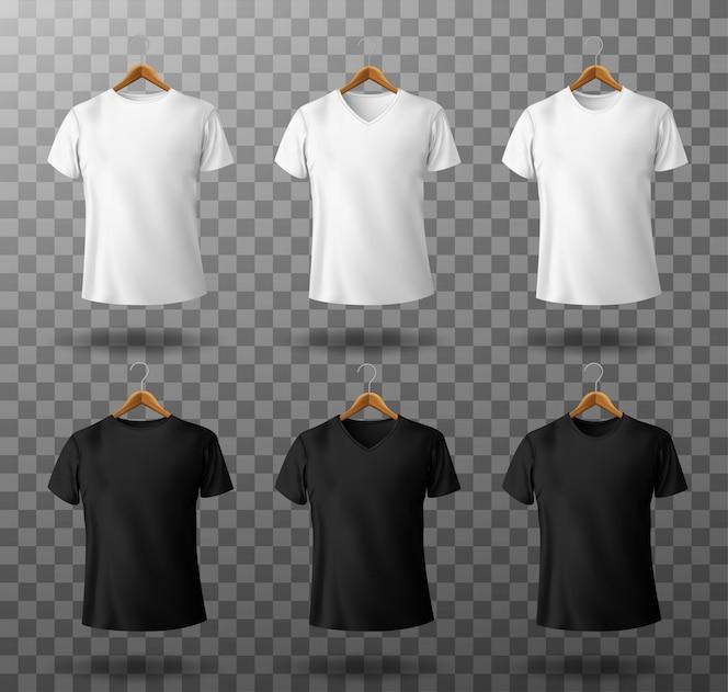 Maglietta maschio in bianco e nero del modello della maglietta con le maniche corte sulla vista frontale del modello dei ganci di legno.