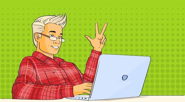 Man blog blog stream laptop