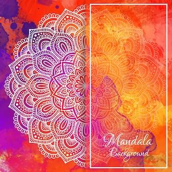 Mandala di tiraggio della mano bianca su sfondo acquerello.