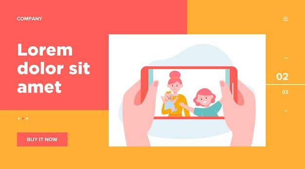Mani che tengono il telefono con la foto di famiglia. moglie, madre, bambini piatta illustrazione vettoriale. progettazione di siti web di concetto di tecnologia e relazione o pagina web di destinazione
