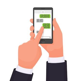 Mani che tengono lo smartphone. chat online. messaggero. comunicazione in rete. messaggio sms