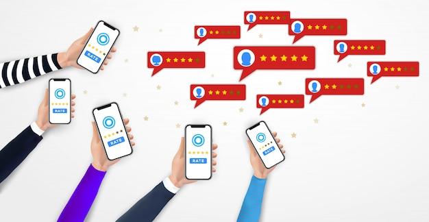 Mani che tengono smartphone, app di valutazione mobile. cinque stelle. feedback, testimonianze, votazioni
