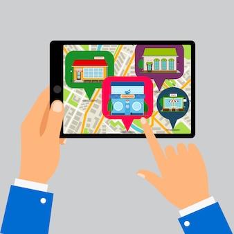 Mani che tengono tablet con mappa dei ristoranti