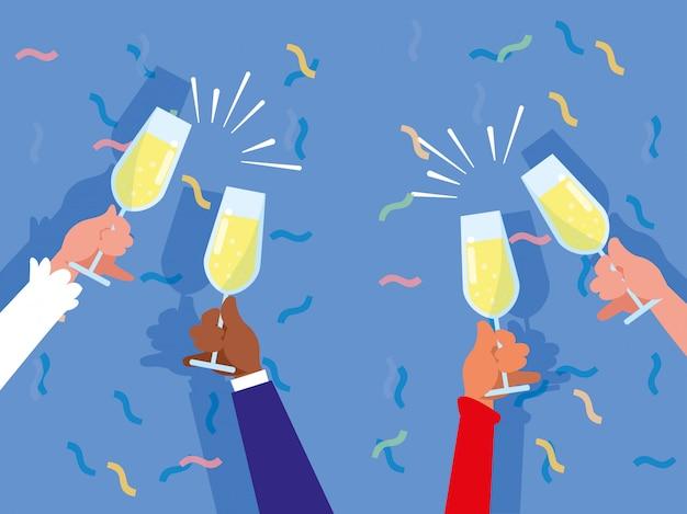 Mani con tazze che tostano la festa di celebrazione