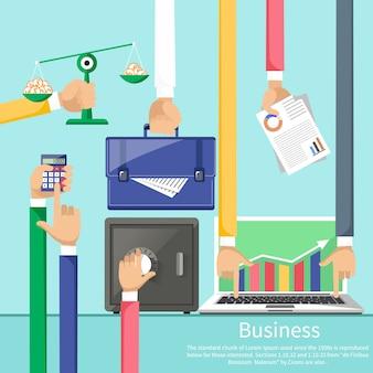 Mani con vari elementi di business come cassaforte, bilance con monete, valigetta, calcolatrice e laptop