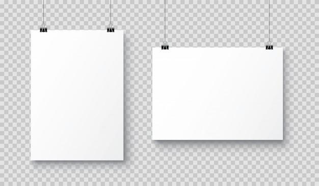 Manifesto di carta a4 bianco bianco realistico di vettore che appende su una corda con la clip