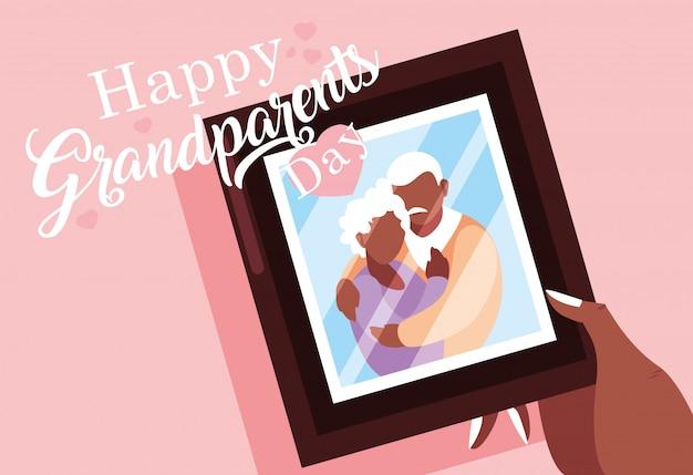 Manifesto di giorno felice dei nonni con la foto di vecchie coppie