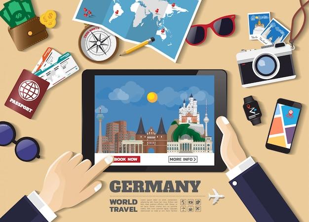 Mano che tiene destinazione viaggio destinazione dispositivo intelligente. luoghi famosi della germania.