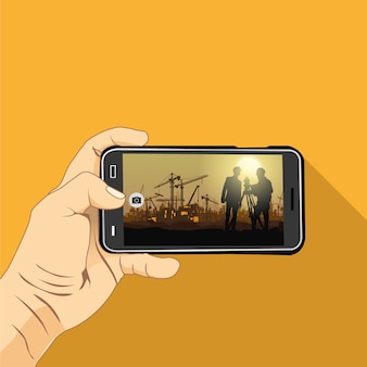 Mano che tiene il telefono intelligente per scattare foto
