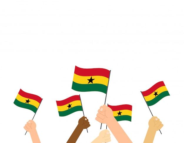 Mano che tiene le bandiere del ghana