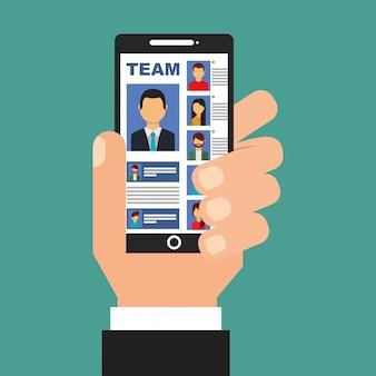 Mano che tiene smartphone con la squadra in persone dello schermo