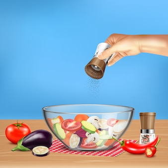 Mano con il mulino di pepe sopra insalata dalle verdure in ciotola di vetro sull'illustrazione realistica blu