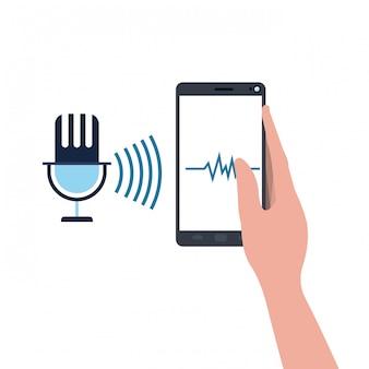 Mano con smartphone e assistente vocale