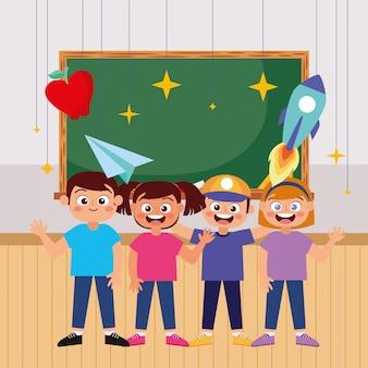 Mano d'ondeggiamento sorridente degli studenti felici alla scuola