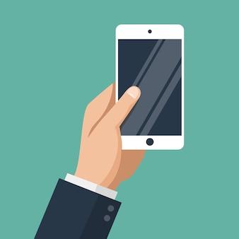 Mano dell'uomo d'affari che tiene smartphone bianco