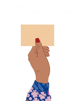 Mano femminile con una bella manicure e camicetta luminosa con fiori detiene un cartello.