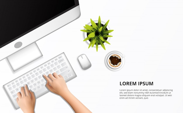 Mano pulita bianca moderna che scrive sulla vista superiore del computer e una tazza di caffè e una pianta.