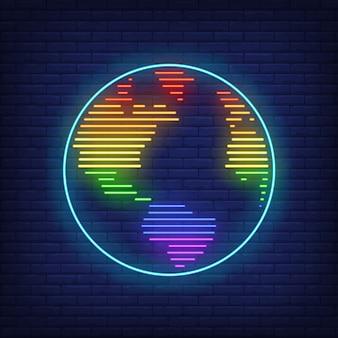 Mappa del mondo con insegna al neon colori lgbt