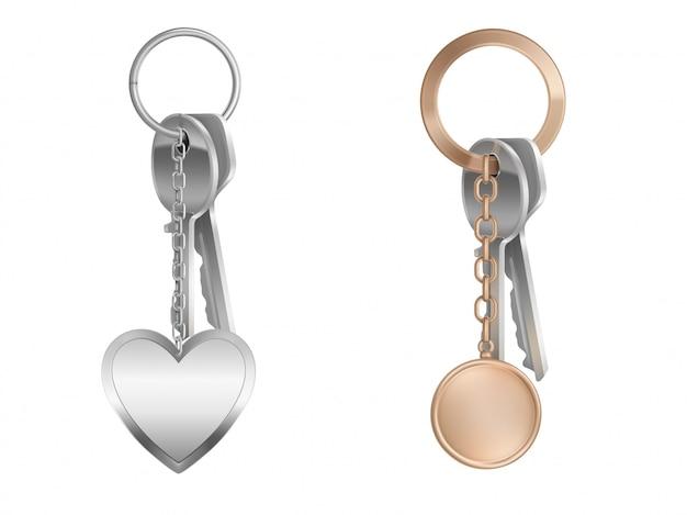 Mazzo di chiavi con portachiavi su anello di metallo