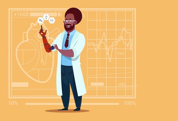 Medico afroamericano che lavora con l'ospedale del lavoratore delle cliniche mediche dell'arto artificiale della mano robotica