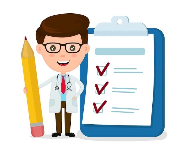 Medico sorridente felice con la matita, appunti, lista di controllo completata.