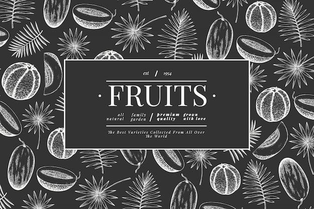 Meloni e angurie con modello di foglie tropicali.