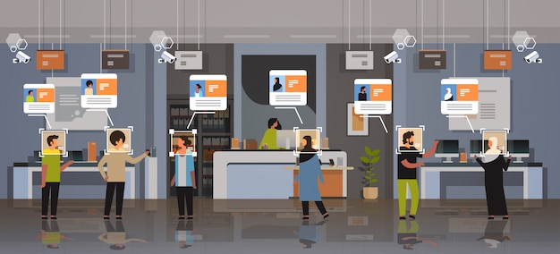 Mescolano i clienti della corsa che scelgono l'identificazione dei dispositivi digitali il riconoscimento facciale il negozio elettronico moderno il sistema del cctv di sorveglianza della videocamera di sicurezza interna del negozio