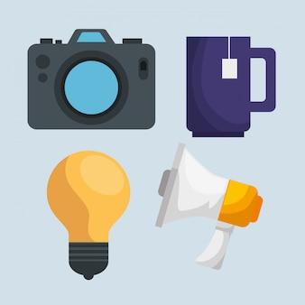 Metta la macchina fotografica con la tazza di tè e la lampadina con il messaggio del megafono