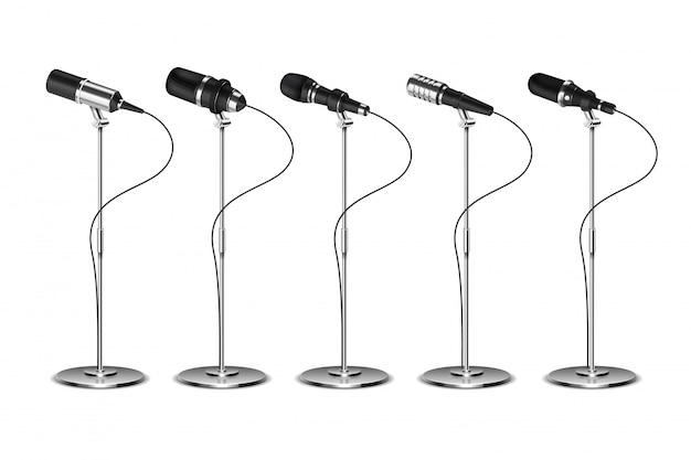 Microfoni. apparecchiature audio di amplificazione vocale. trasmissione, concerto e intervista microfono su set di elementi stand. set vettoriale isolato